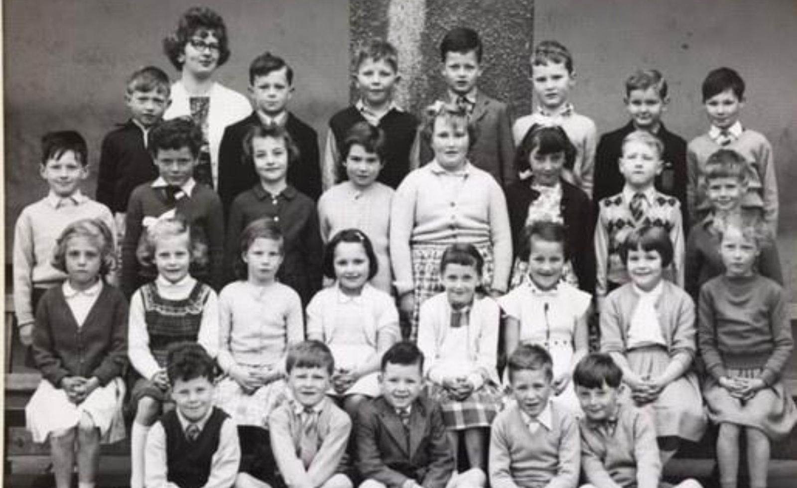 A class photograph from 1960
